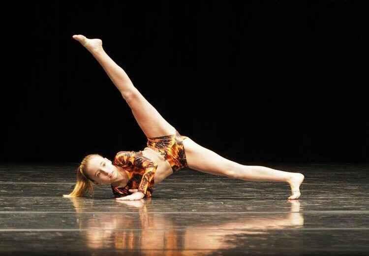 Danseuse en cours de danse chez Belleville Show Dance