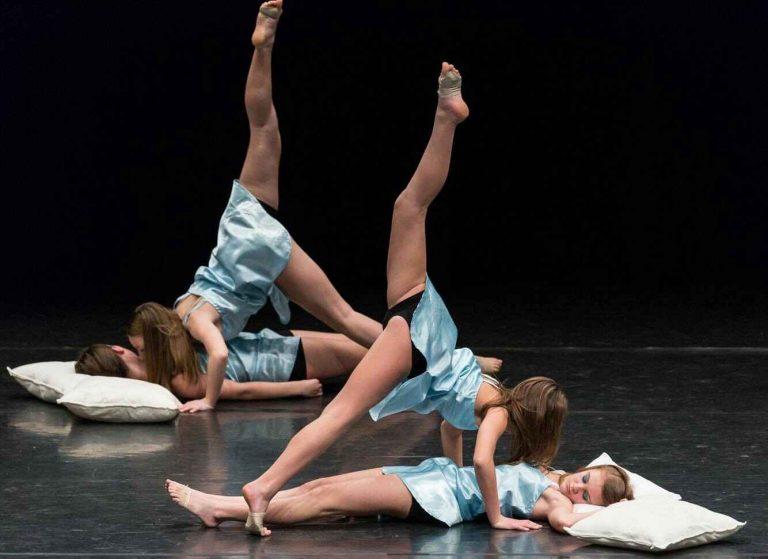 Danseuses en cours de danse chez Belleville Show Dance